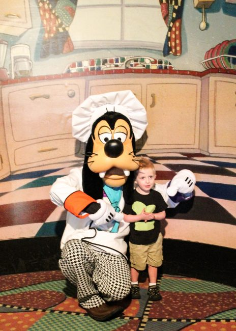 Character dining at Disneyland Hotel