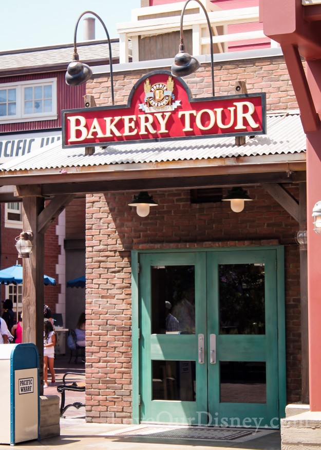 23 great Disneyland vacation tips, again! Including wear all you can get free samples!