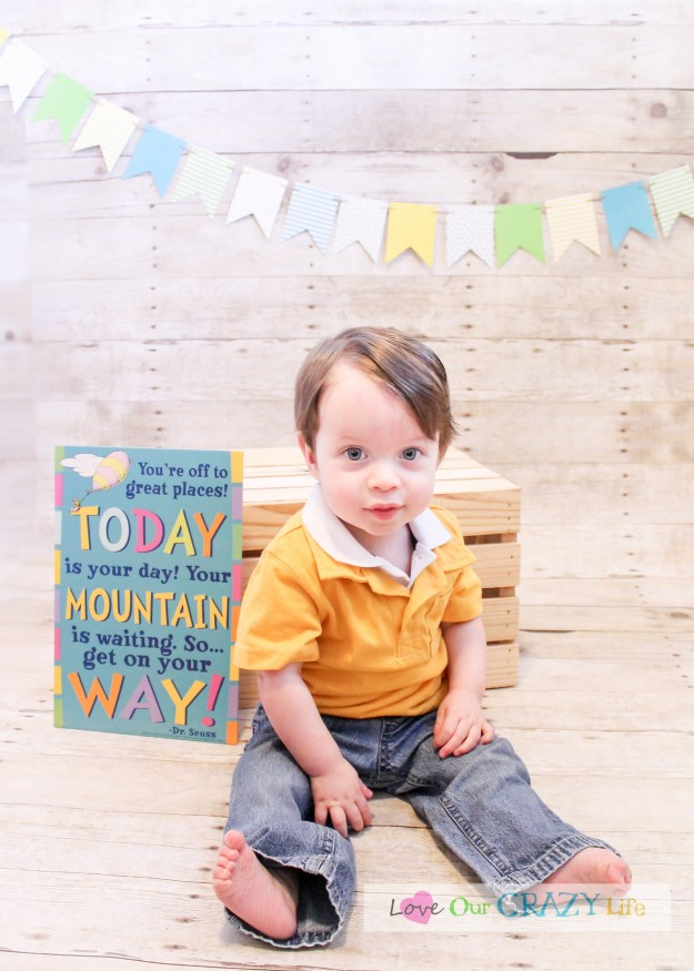 DIY Photo backdrops for babies first birthday, also cake smash pictures. Includes lots of great tips.