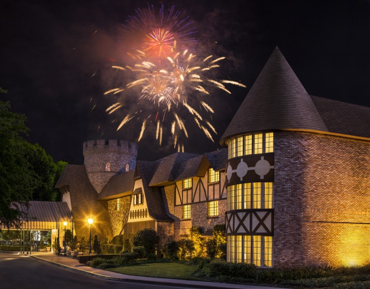 Check out this great review of a local Disneyland hotels option in the Anaheim area that will keep your family happy and comfortable during your next vacation.