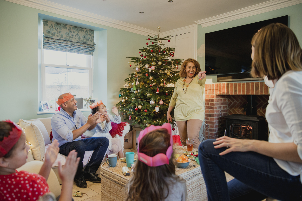 5+ Family Christmas Party Games | Love