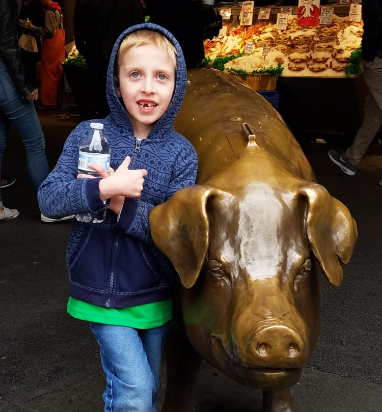 Rachel the pig at Pike Place Market with kids