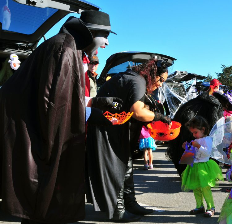 organize Trunk or treat