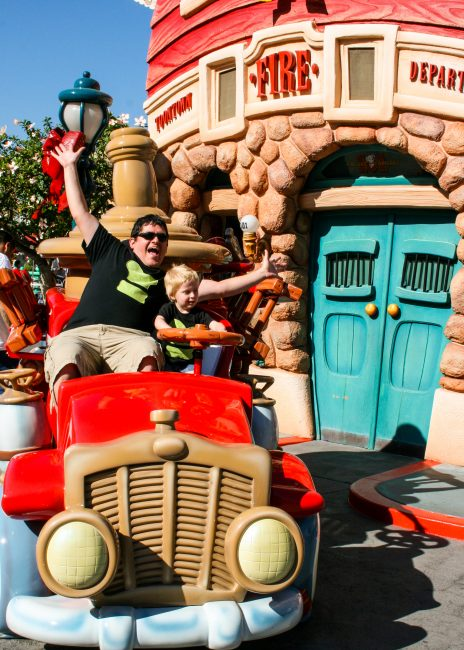 Disneyland photo locations toontown firetruck