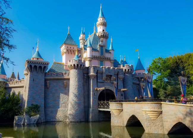 Disneyland castle can you bring food to Disneyland